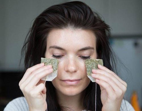 Cách giảm sưng mí mắt dưới