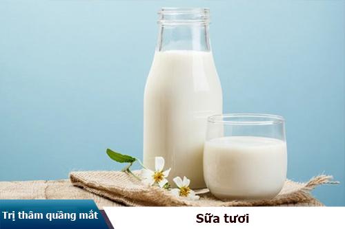 trị thâm quầng mắt bằng sữa tươi
